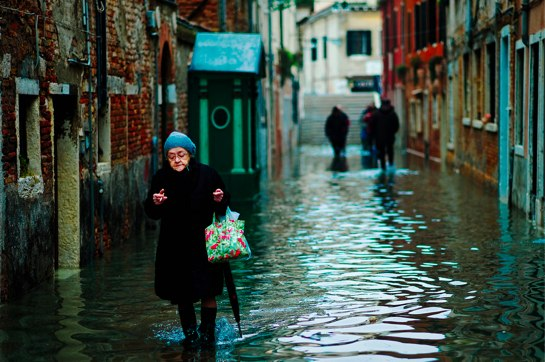 Old woman in Venice