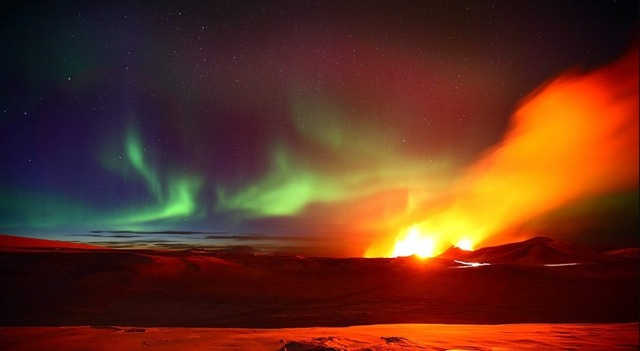 Northern Lights over erupting Icelandic volcano | Mail Online
