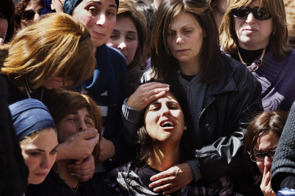 Une mère pleurant la mort de sa fille - © Menahem Kahana/AFP/Getty Images