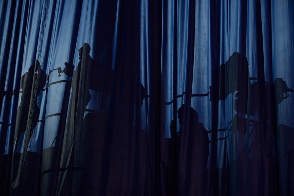 3_curtainsshadows