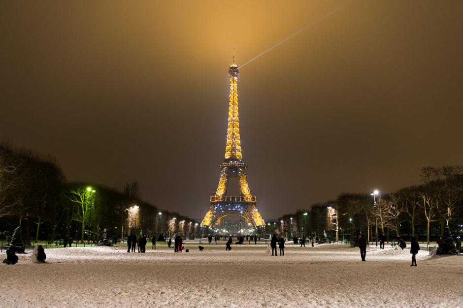 Tour Eiffel De Nuit Et Droit A L Image Attention A La Violation