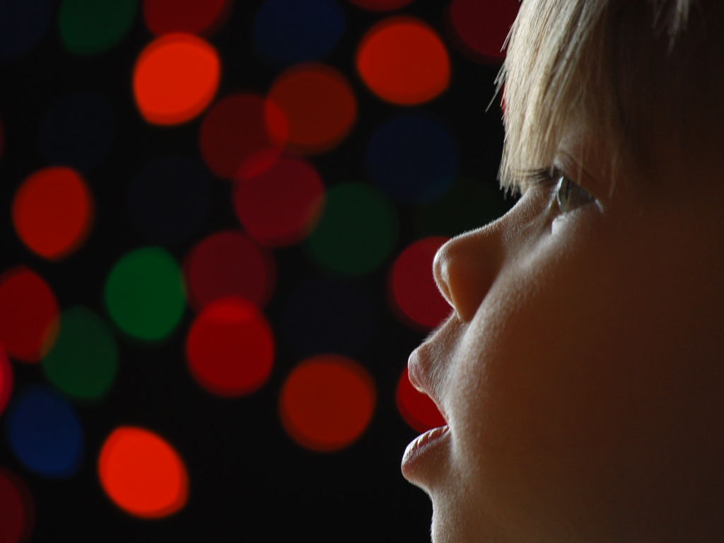 MP #120 : comment réaliser un portrait de Noël avec des guirlandes lumineuses et du bokeh