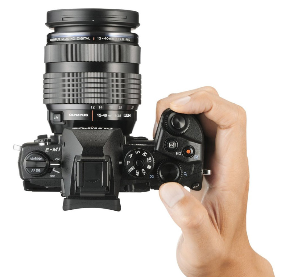 HYBRIDES:mélange de compact et de reflex E-M1-940x898