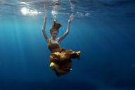 UNDERWATER_Fashion_gold150-1