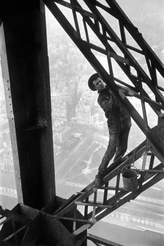 Zazou, le peintre de la tour eiffel, 1953 - © Marc Riboud / Magnum Photos
