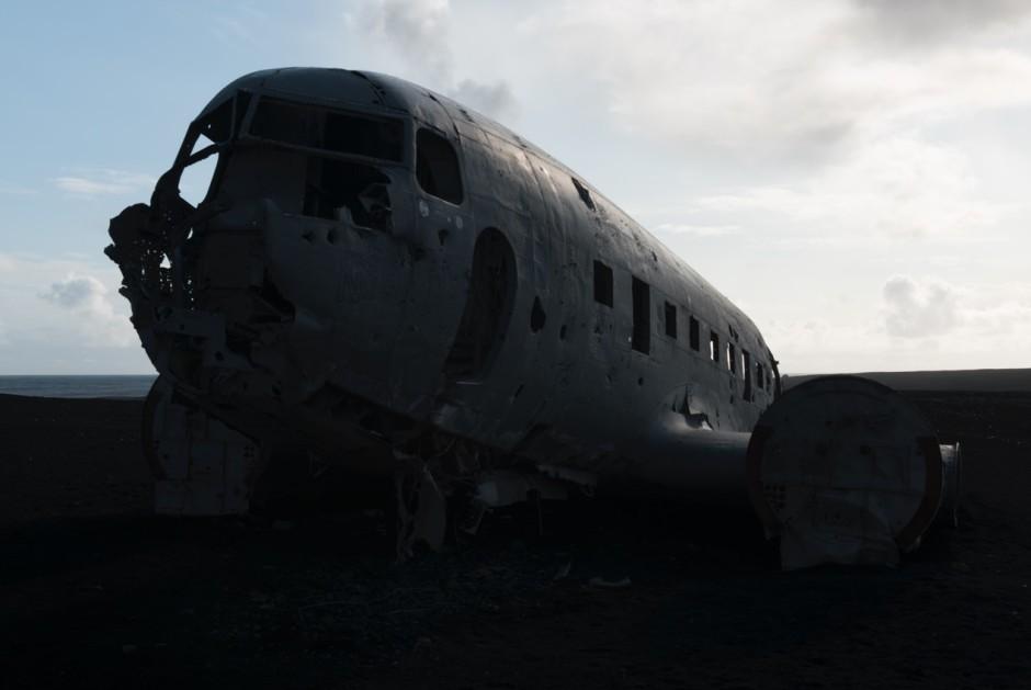 Cette carcasse d'avion photographiée à contre jour paraît ratée