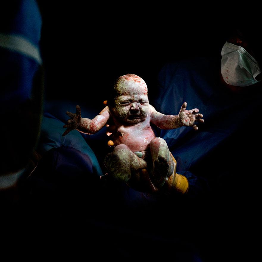 © Christian Berthelot - Romane, 8 secondes après sa naissance