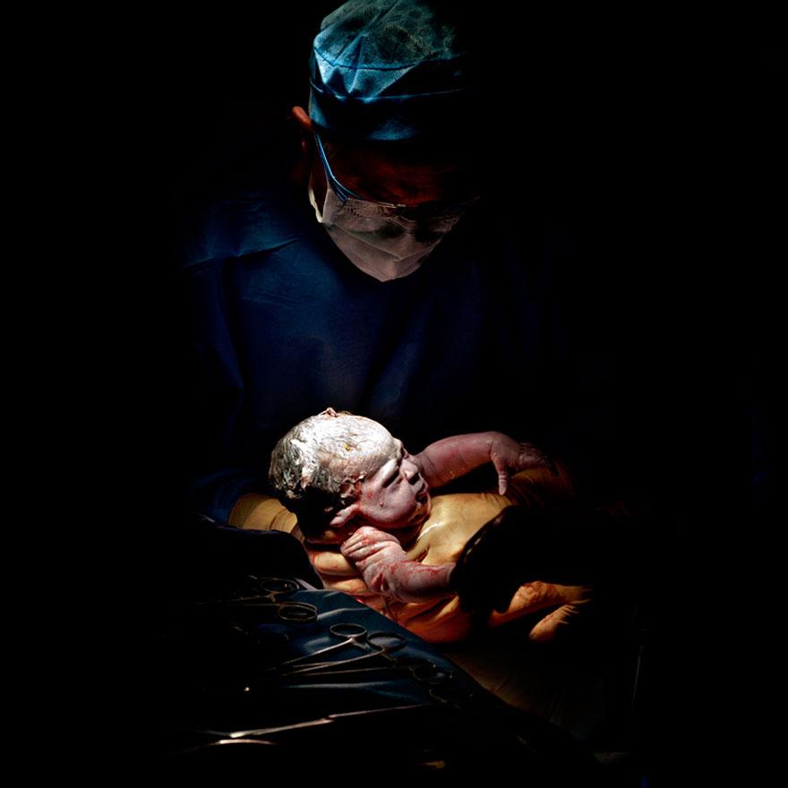 © Christian Berthelot - Chloé, 11 secondes après sa naissance