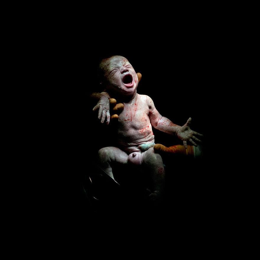 © Christian Berthelot - Mael, 18 secondes après sa naissance