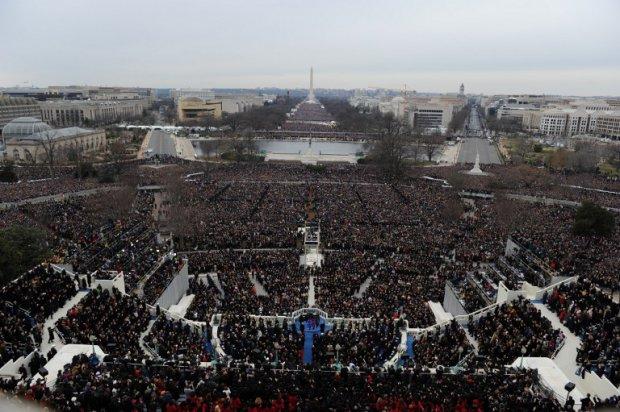 La prestation de serment du président Barack Obama à Washington, photographiée à l'aide d'un appareil télécommandé placé sur le toit du Capitole, le 21 janvier 2013 (AFP / Saul Loeb)