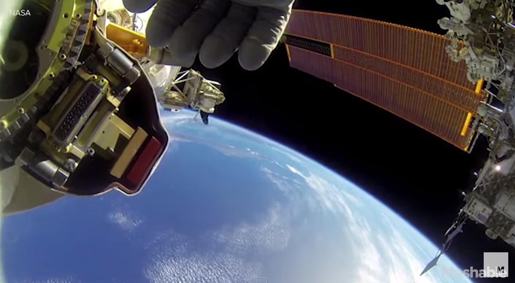 ISS : une sortie dans l'espace filmée avec une GoPro