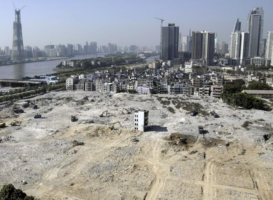 © Joe Tan/Reuters - une maison clou au centre d'un chantier pour une future zone résidentielle