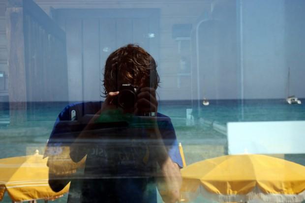 photographes vous ne verrez peut tre bient t plus votre reflet dans la vitre avec ce nouvel. Black Bedroom Furniture Sets. Home Design Ideas
