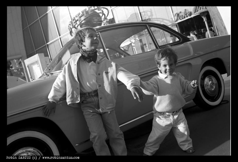 Florian et Julian 1996 - Leica M4P + 2/35 mm - © Robin Santus