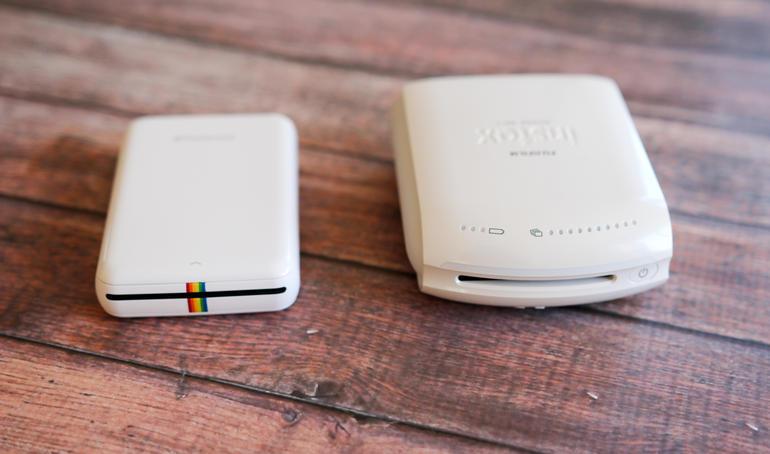 A gauche, la Polaroid Zip, à droite, l'Instax Share