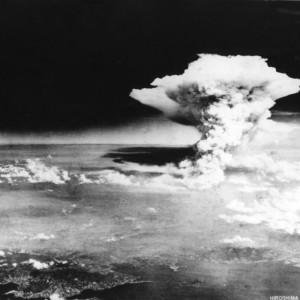 Le champignon nucléaire qui s'éleva après l'explosion de la bombe atomique sur Hiroshima - © AFP PHOTO/HIROSHIMA PEACE MEMORIAL MUSEUM