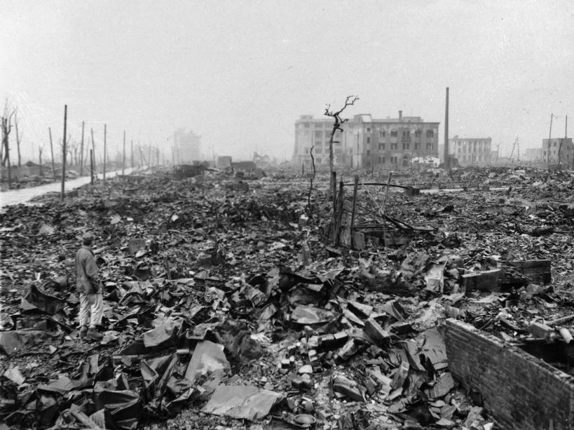 La chaleur de la bombe atomique a fait fondre l'acier de ce centre industriel, ne laissant que des ruines - © AP/SIPA
