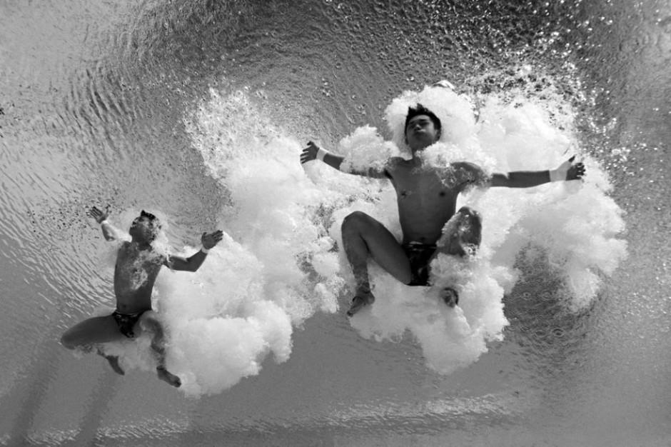 Les Chinois Chen Aisen et Lin Yue pendant le tour préliminaire de l'épreuve de plongeon synchronisé de 10 mètres, le 26 juillet 2015 (AFP / François Xavier Marit)