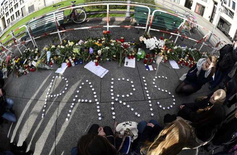 """""""Paris"""" devant l'ambassade de France à Berlin - © AFP / Tobias Schwarz"""