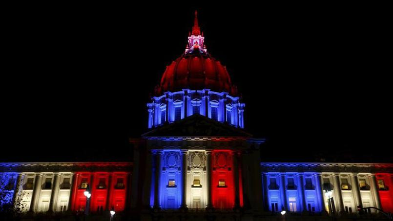 La Mairie de San Francisco bleue blanc rouge - © REUTERS / Stephen Lam