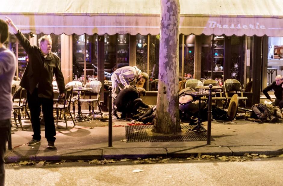 La terrasse du Café Bonne Bière peu après l'attaque, le 13 novembre (AFP / Anthony Dorfmann)