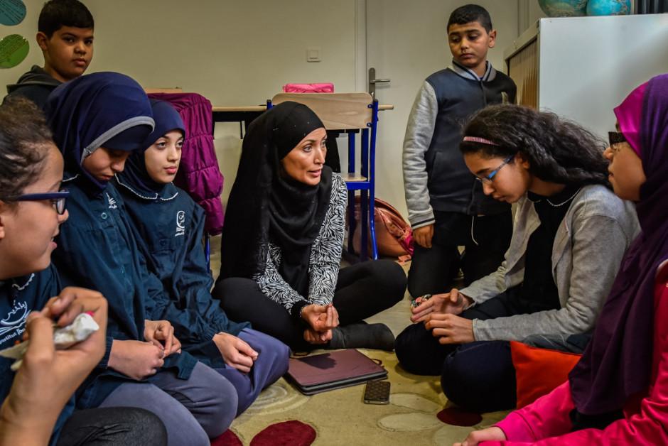 16 Novembre 2015 : Groupe de paroles organisé par Mme BEN FRED, professeur de français, après la minute de silence dans une classe de 6ème de l'école musulmane IBN BADIS en hommage aux victimes des attentats terroristes du 13 Novembre. Nanterre (92), France. P.RAZZO/CIRIC