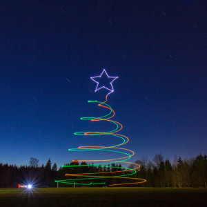 AT_press-images_Drone-Light-Painting-by-Ascending-Technologies_Christmas-Tree