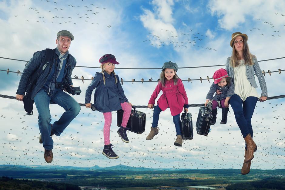 """""""Waiting for a flock to Italy"""" - Image réalisée par John, reprenant sa femme Judith, ses trois filles, et lui même !"""
