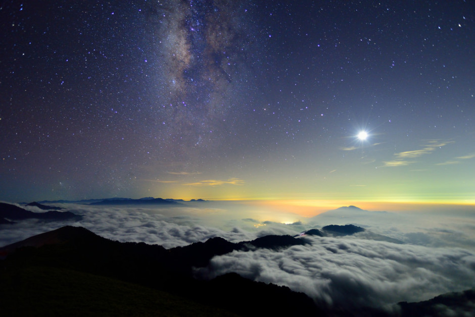 Moon and Galaxy, Mountain Hehuan by Vincent Ting