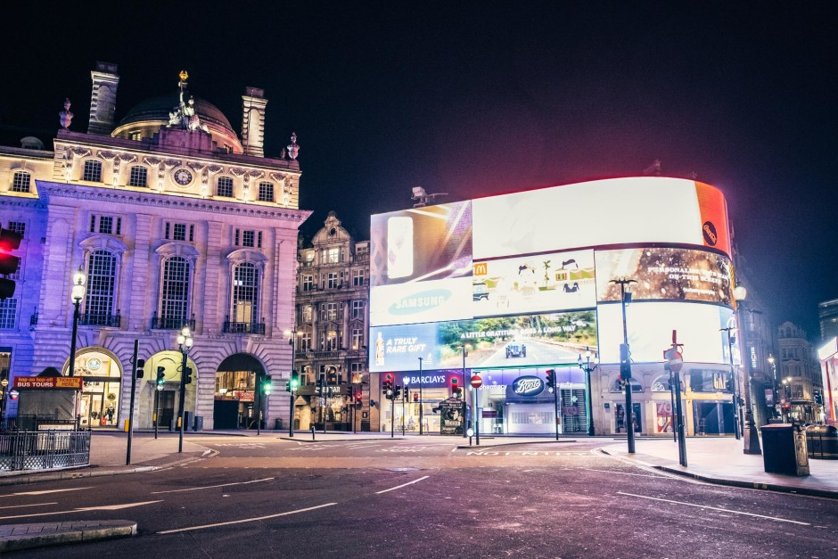 Desert in London / Picadilly Circus - © Genaro Bardy
