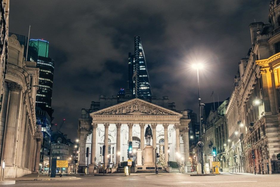 Desert in London / Bank - © Genaro Bardy