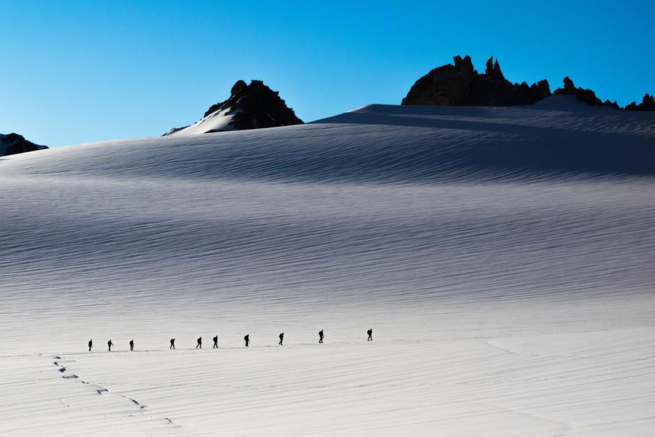 Une cordée en direction de l'Aiguille du Tour - © Damien Roué
