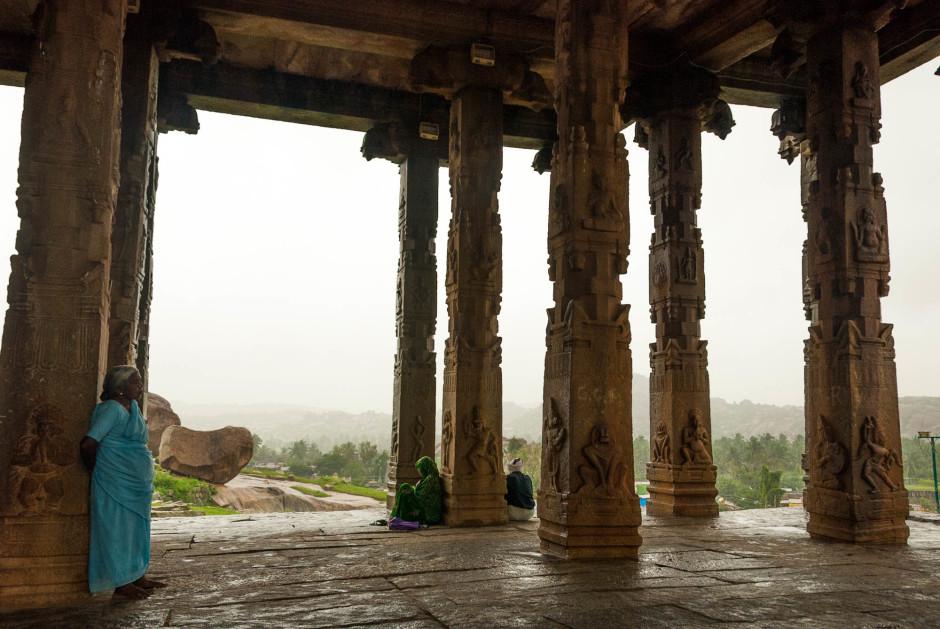 La cité perdue de Hampi en Inde, sous la pluie. Difficile de réussir de belles photos du lieu - © Damien Roué