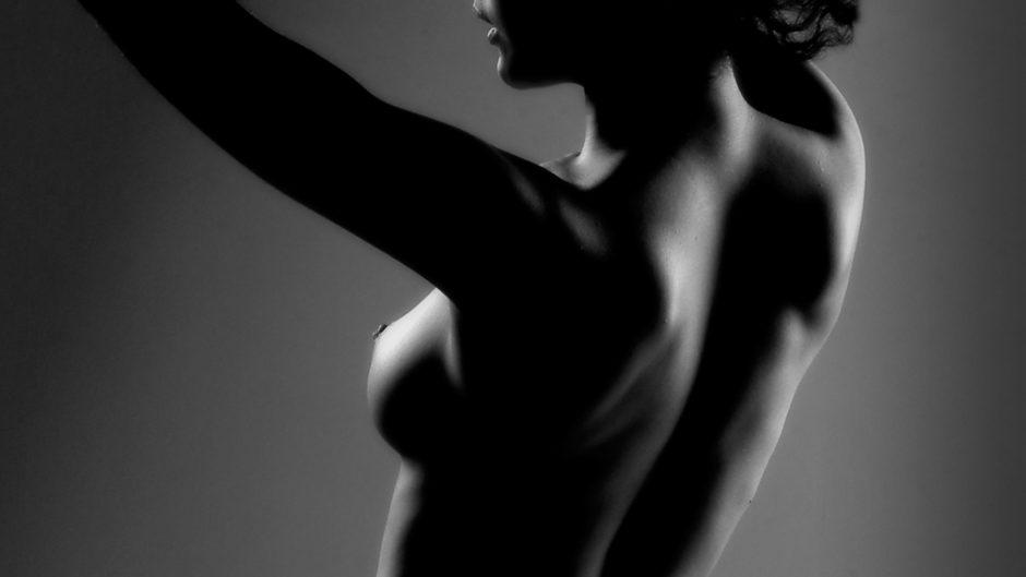 Photographie de nu masculin noir blanc