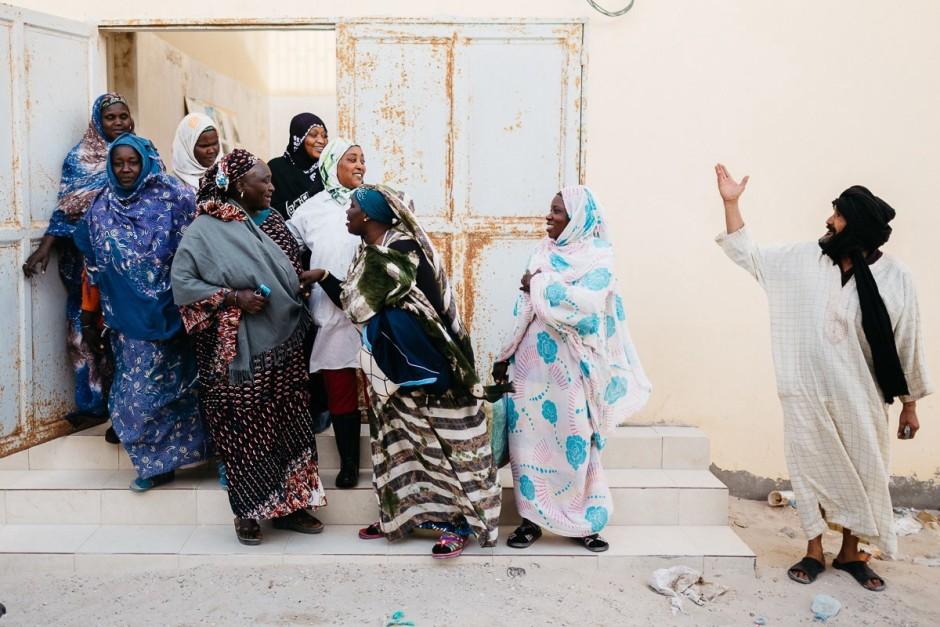 Des femmes travaillant dans l'industrie de la pêche en Mauritanie, février 2015. Pierre Morel pour Pelerin Magazine