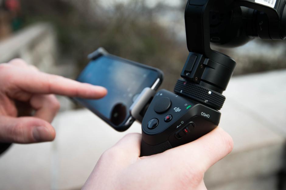 Le DJI Osmo se contrôle aussi avec l'écran d'un smartphone connecté en Wifi