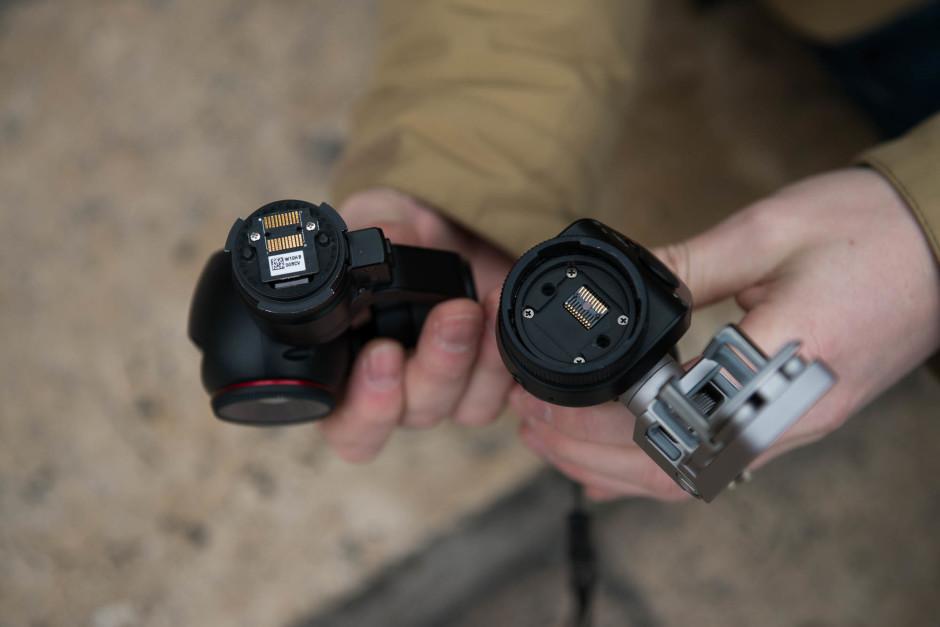 Le DJI Osmo est composé de deux morceaux : la caméra et le gimbal / la poignée