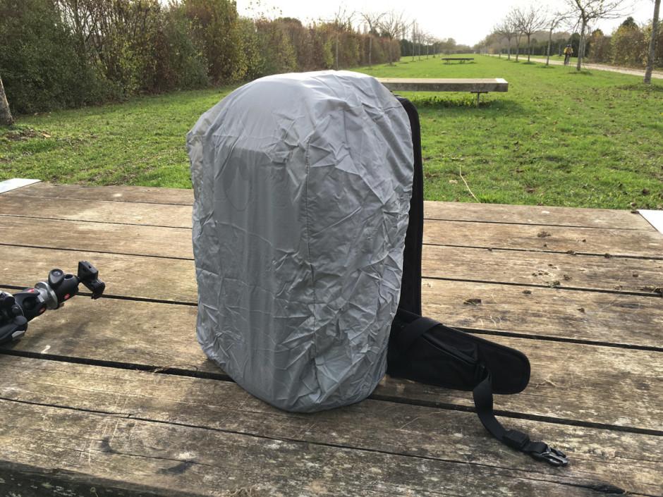 La protection pluie en place, vue de face