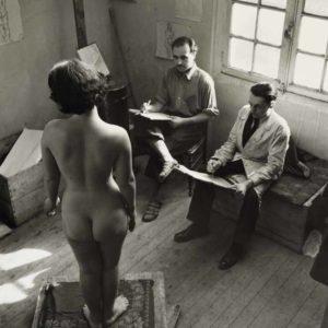 Atelier de nu à Montparnasse, à gauche le peintre Müller, Paris (XIVème arr.). 1936-1938. Photographie de Willy Maywald (1907-1985). Paris, musée Carnavalet.  Dimensions : 39,4 x 36,7