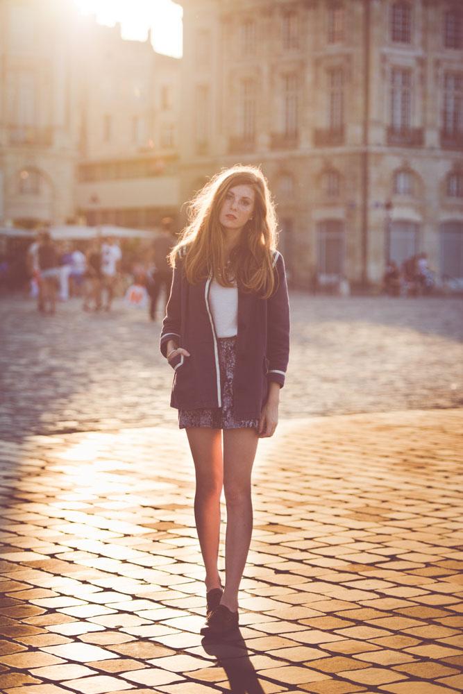 Fin de journée à bordeaux, le soleil est parfait pour un contre jour, et joue également avec les pavés. - © Thibault Copleux