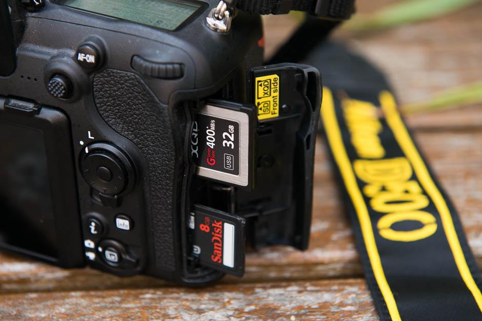 Le double logement carte mémoire du Nikon D500