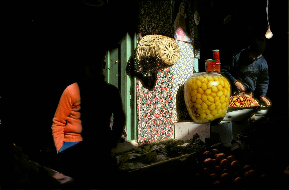 MOROCCO. Meknes. Souk. Bowl of marinated lemons used in traditional cooking. 1988. - © Harry Gruyaert / Magnum Photos