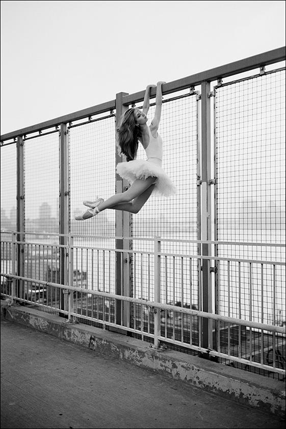 © Violeta - Williamsburg Bridge, Ballerina Project