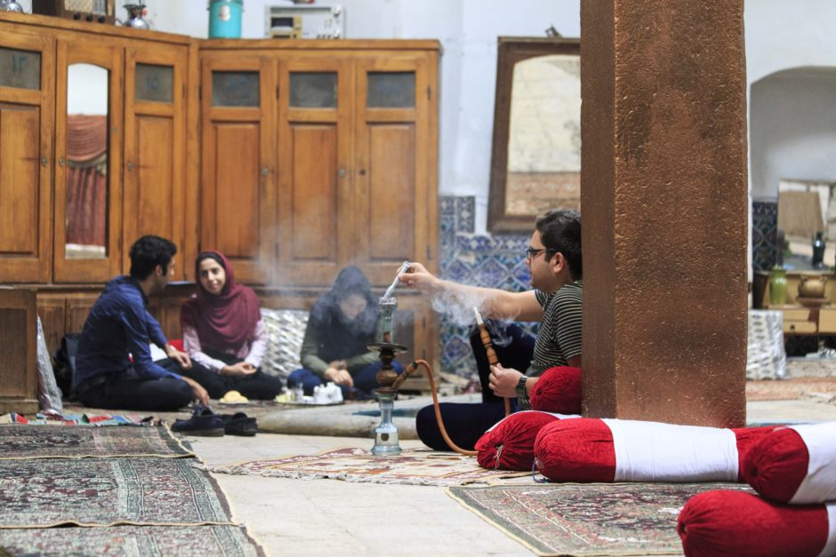 Scène de vie dans un Hammam reconverti en restaurant à Kashan - Martin Balcells