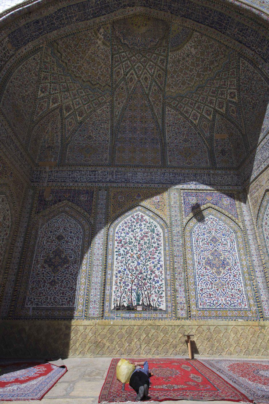 Sieste après la prière à Shiraz - Martin Balcells