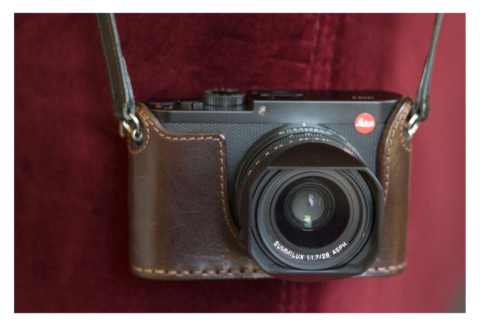 Leica Q avec étui Angelo Pelle