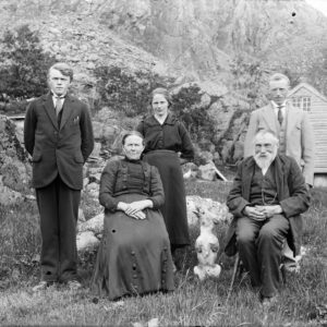 """© Paul Stang - Wikimedia Commons - """"A family portrait (unidentified) (1 January 1910)"""