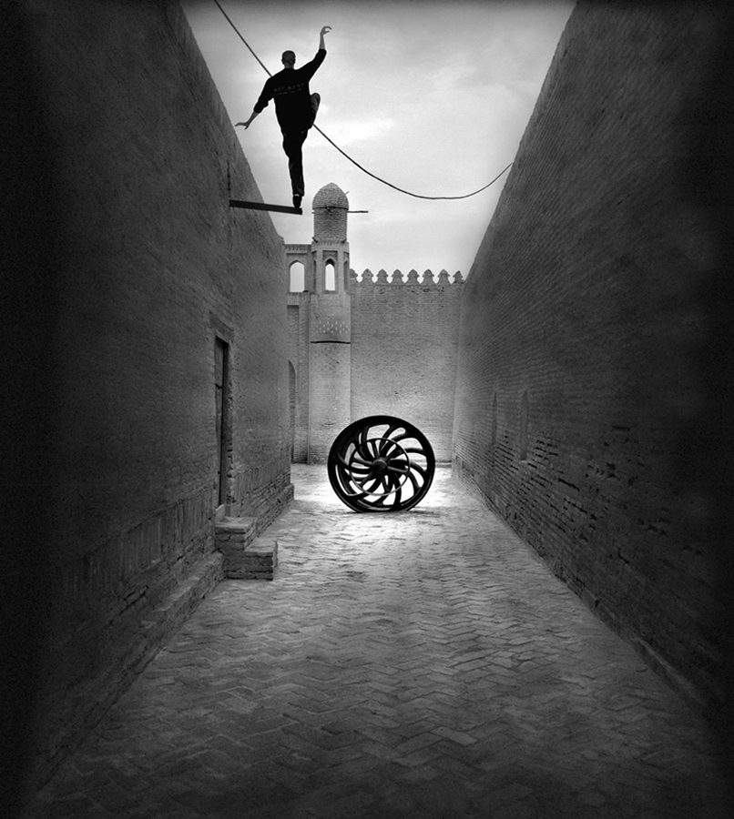 "© Michel Kirch (France) - Grand Prix 2016 en professionnel - ""Vertical Horizon : Persian harmony in the town of Khiveh, Ouzbekistan. 2015"""