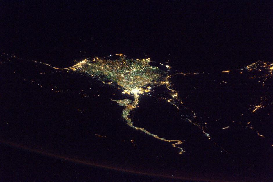"""© Thomas Pesqeut, ESA/NASA - """"J'ai survolé le delta du Nil de nuit, très facile à identifier de nuit"""" (Flickr)"""