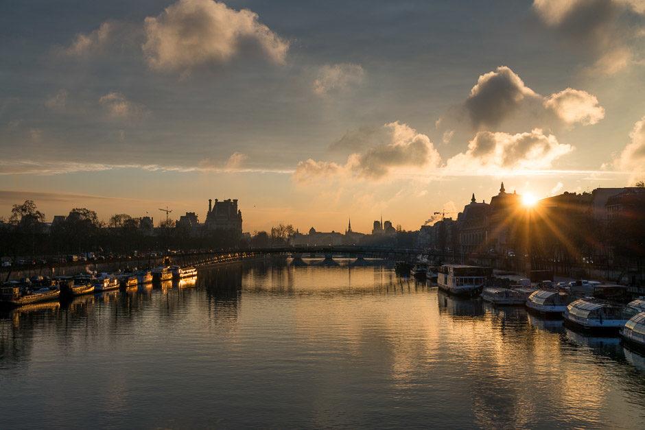 Dans des conditions de lumière changeante (comme des levers/couchers de soleil), vérifier de temps en temps les photos après déclenchement permet de faire ses réglages en conséquence.